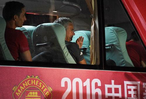 Tiết lộ: 2 kiểu rèn quân độc, lạ của Mourinho và Pep - 1