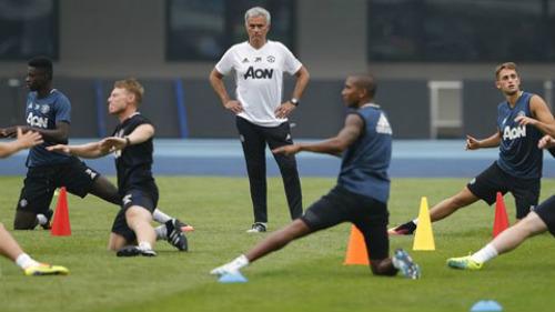 Tiết lộ: 2 kiểu rèn quân độc, lạ của Mourinho và Pep - 2