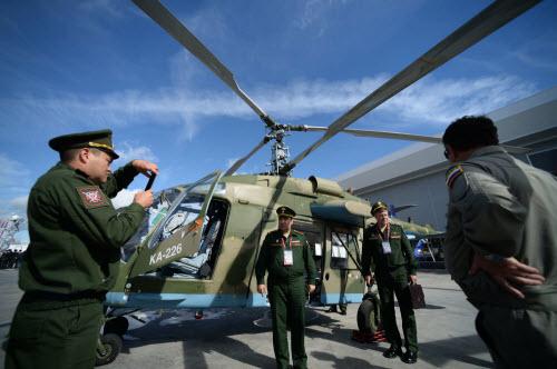 Dàn vũ khí khủng của Nga tại triển lãm Army 2016 - 2