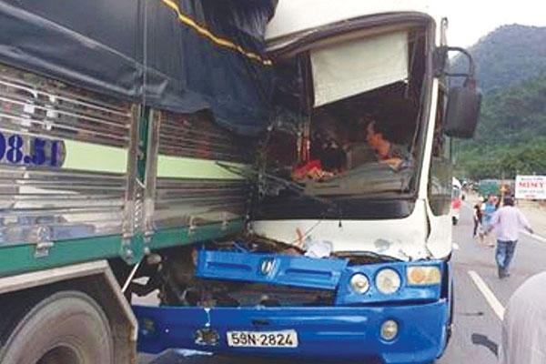 Vụ xe tải cứu xe khách: Chủ xe khách nói gì? - 2