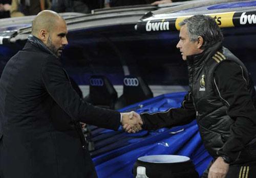 Trước derby, Mourinho và Guardiola bất ngờ làm hòa - 1