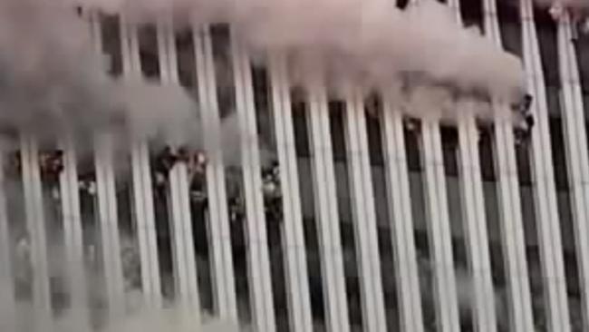 Người đàn ông bí ẩn rơi khỏi tháp đôi vụ khủng bố 11.9 - 4