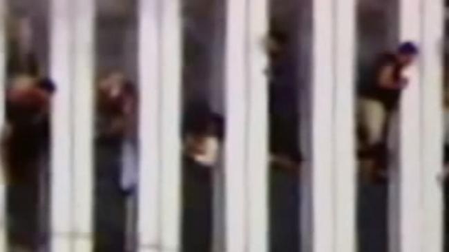Người đàn ông bí ẩn rơi khỏi tháp đôi vụ khủng bố 11.9 - 3