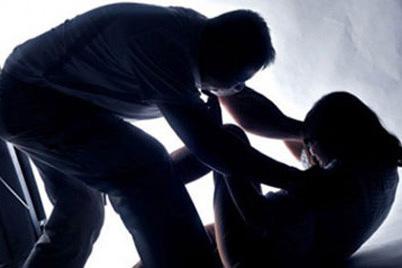 Hòa Bình: Chồng chém chết vợ dã man tại nhà riêng - 1