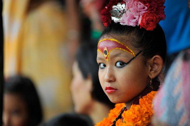 Nepal: Tôn bé gái 7 tuổi làm nữ thần vì có giọng như vịt - 1
