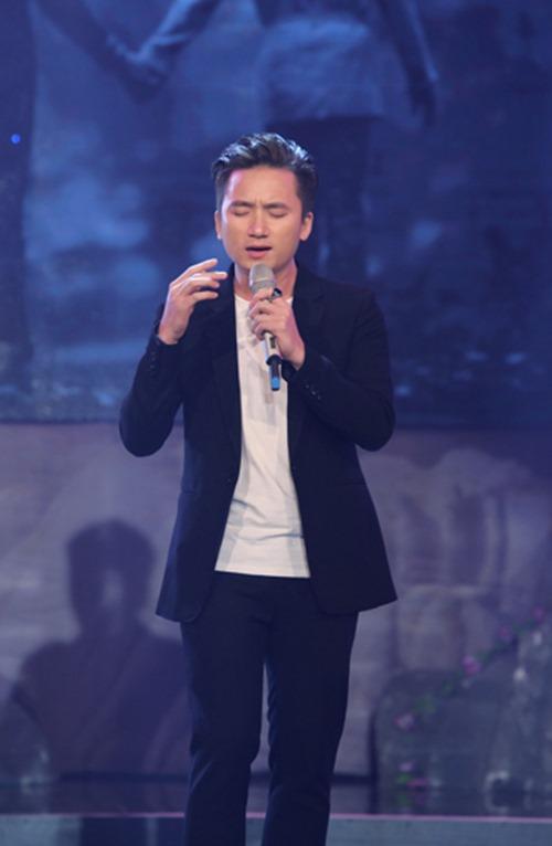 """Chồng Tây và con gái """"hộ tống"""" Đoan Trang đi diễn - 10"""