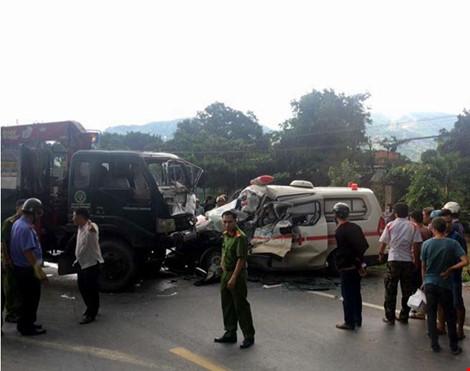 Xe cứu hộ tông xe cứu thương, lái xe cứu thương thiệt mạng - 1
