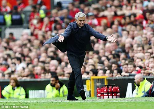 Chùm ảnh derby Manchester: Cảm xúc thăng trầm - 10