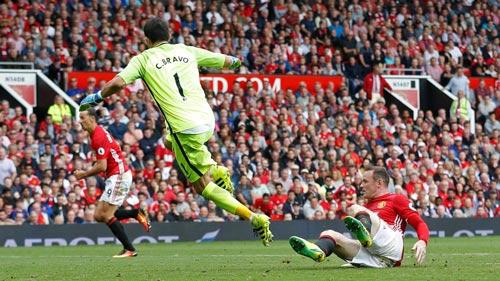 Chùm ảnh derby Manchester: Cảm xúc thăng trầm - 9