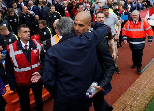 Chùm ảnh derby Manchester: Cảm xúc thăng trầm - 1