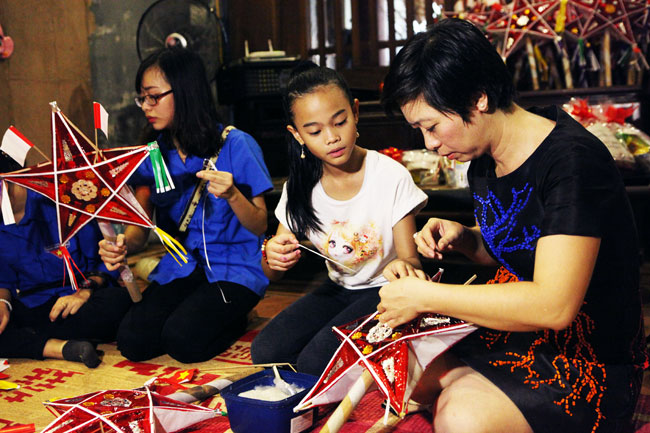 Đến phổ cổ Hà Thành chơi đồ trung thu truyền thống - 1