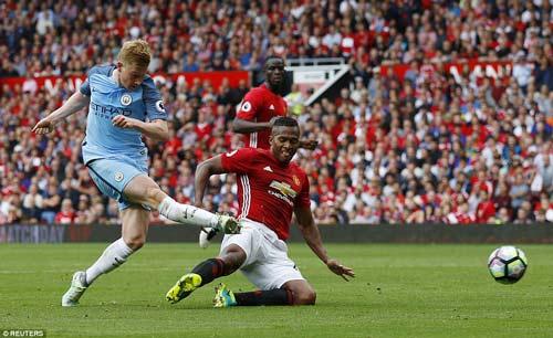 Chùm ảnh derby Manchester: Cảm xúc thăng trầm - 13