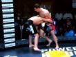 """MMA: Võ sĩ """"tởn"""" đến già vì bị ngất vẫn ăn đấm"""