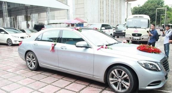 Chí Anh rước vợ kém 20 tuổi bằng xe sang 7 tỷ - 2