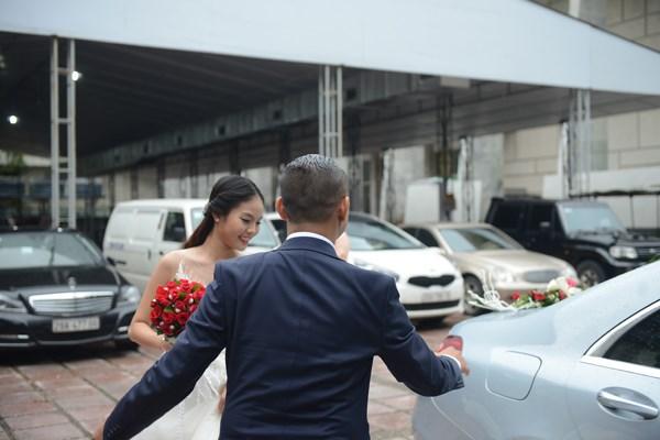 Chí Anh rước vợ kém 20 tuổi bằng xe sang 7 tỷ - 4