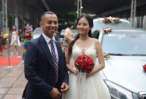 Chí Anh rước vợ kém 20 tuổi bằng xe sang 7 tỷ - 5