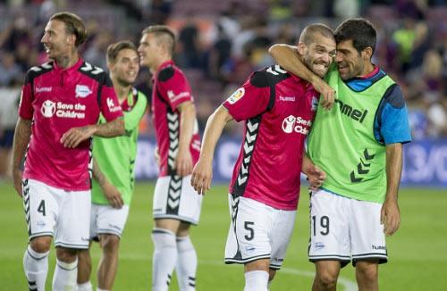 """Barca thua Alaves: Chuyện cổ tích của """"kẻ nghèo"""" - 2"""