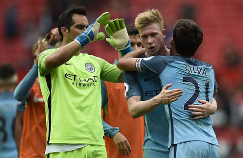"""Thắng MU, Man City vẫn chưa đủ """"trình"""" đoạt cúp C1 - 1"""