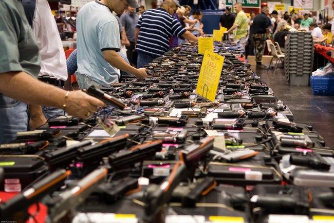 Người Mỹ tự bắn giết nhau nhiều gấp 7.300 lần khủng bố - 2