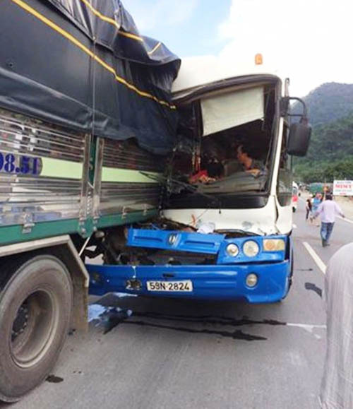 Tạm giữ xe khách được cứu trên đèo Bảo Lộc để điều tra - 1