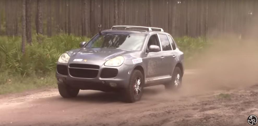 Tận mắt khả năng off-road của Porsche Cayenne - 1