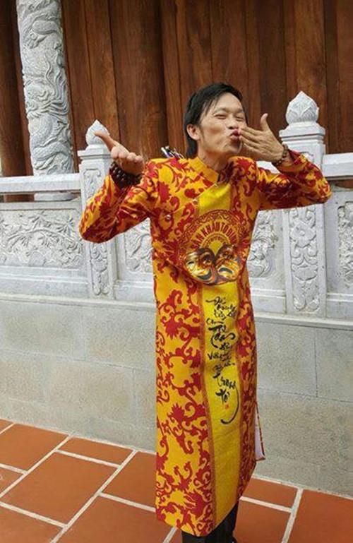 Video: Bố con Hoài Linh ca cổ trong nhà thờ tổ 100 tỷ - 1