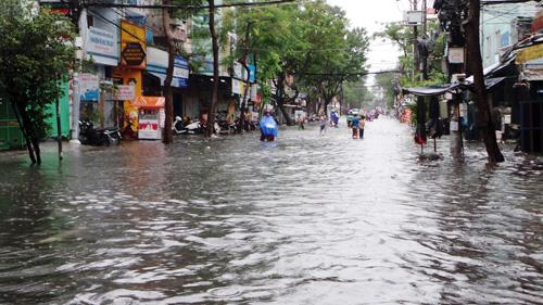 Người Sài Gòn rẽ sóng về nhà sau trận mưa như trút nước - 11