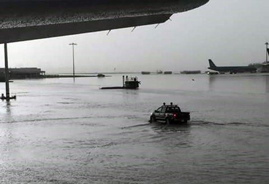 Nhiều máy bay không thể hạ cánh xuống Tân Sơn Nhất - 1