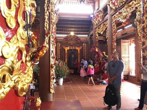 Choáng ngợp cảnh trong nhà thờ Tổ 100 tỷ của Hoài Linh - 2