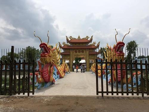 Choáng ngợp cảnh trong nhà thờ Tổ 100 tỷ của Hoài Linh - 15
