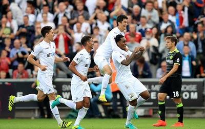 Chi tiết Swansea - Chelsea: Costa gỡ hòa với siêu phẩm (KT) - 12
