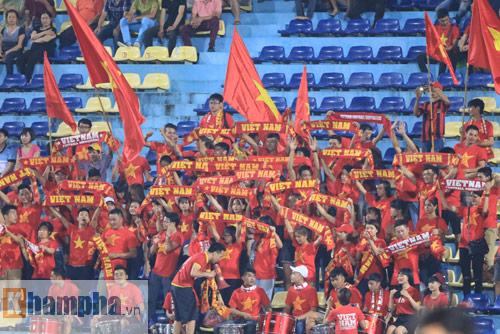 HLV Hoàng Anh Tuấn không hài lòng với chân sút U19 VN - 7