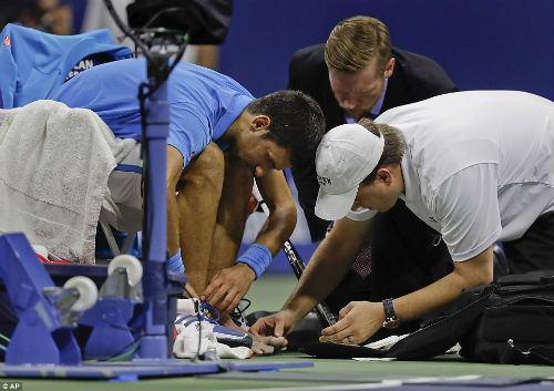 Djokovic tâm phục Wawrinka, chấn thương không quá nặng - 2