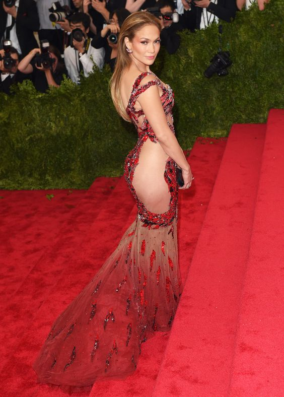 47 tuổi, Jennifer Lopez vẫn giữ được thân hình bốc lửa - 9