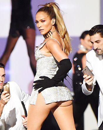 47 tuổi, Jennifer Lopez vẫn giữ được thân hình bốc lửa - 10