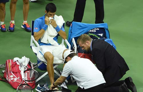 Góc ảnh CK US Open: Djokovic đổ máu, Wawrinka rơi lệ - 5