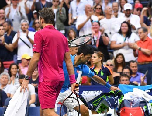 Góc ảnh CK US Open: Djokovic đổ máu, Wawrinka rơi lệ - 10