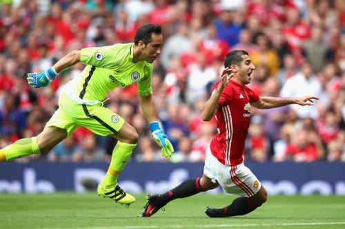 "MU: ""Trảm"" sao, Mourinho trao cờ cho Rashford - 2"