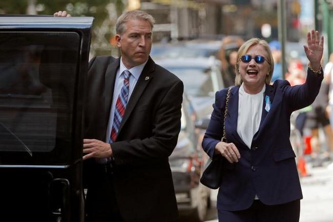 Bà Clinton bất ngờ đổ bệnh, loạng choạng khi lên ô tô - 2