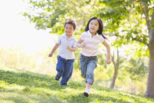 Làm sao giúp trẻ tăng sức đề kháng lúc giao mùa - 2