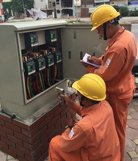 EVN HANOI tiết kiệm điện bằng 2,16% sản lượng thương phẩm - 1