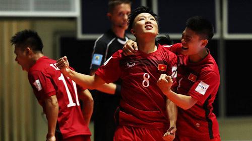 Futsal Việt Nam thắng lớn, báo chí quốc tế sững sờ - 1