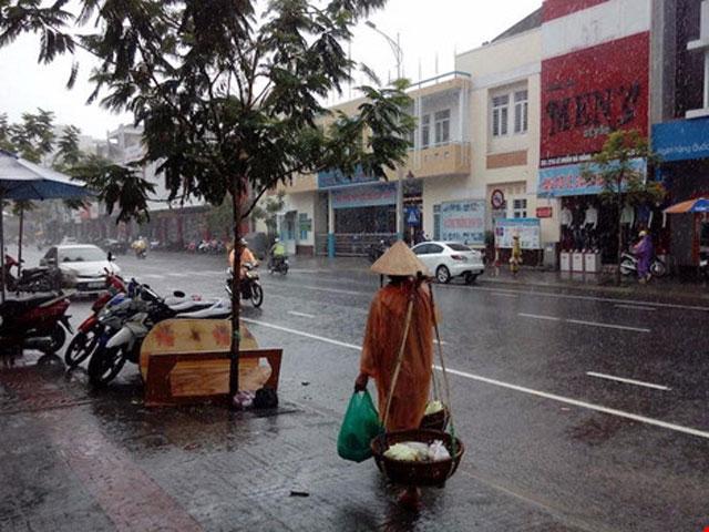 Cảnh báo mưa to, lũ lên nhanh tại miền Trung - 1