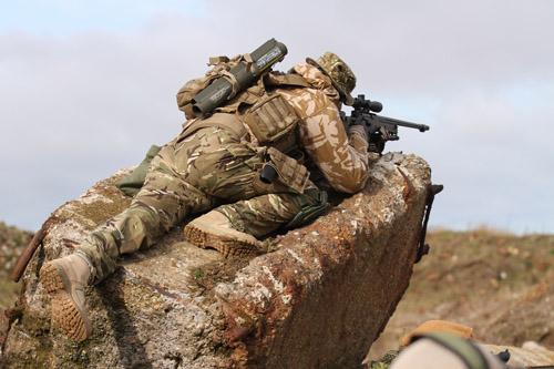 Một phát đạn, xạ thủ Anh diệt 4 tay súng IS cách 1,5 km - 1