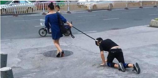 Buộc cổ bạn trai dắt như cún giữa đường gây xôn xao - 1