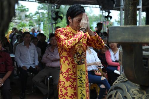 Xót xa ảnh Hoài Linh già đi nhiều vì nhà thờ Tổ - 10