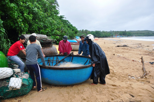 Quảng Nam- Quảng Ngãi: Dừng các cuộc họp để chống bão - 2
