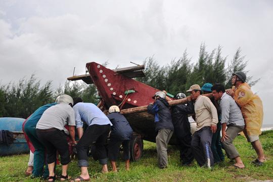 Quảng Nam- Quảng Ngãi: Dừng các cuộc họp để chống bão - 1