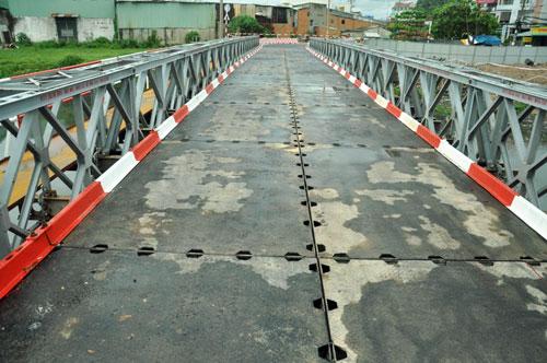 Cận cảnh 2 cầu thép tiền tỷ xây trong 16 ngày ở Sài Gòn - 1