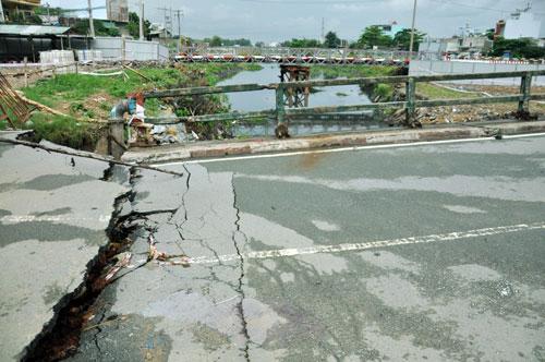 Cận cảnh 2 cầu thép tiền tỷ xây trong 16 ngày ở Sài Gòn - 3